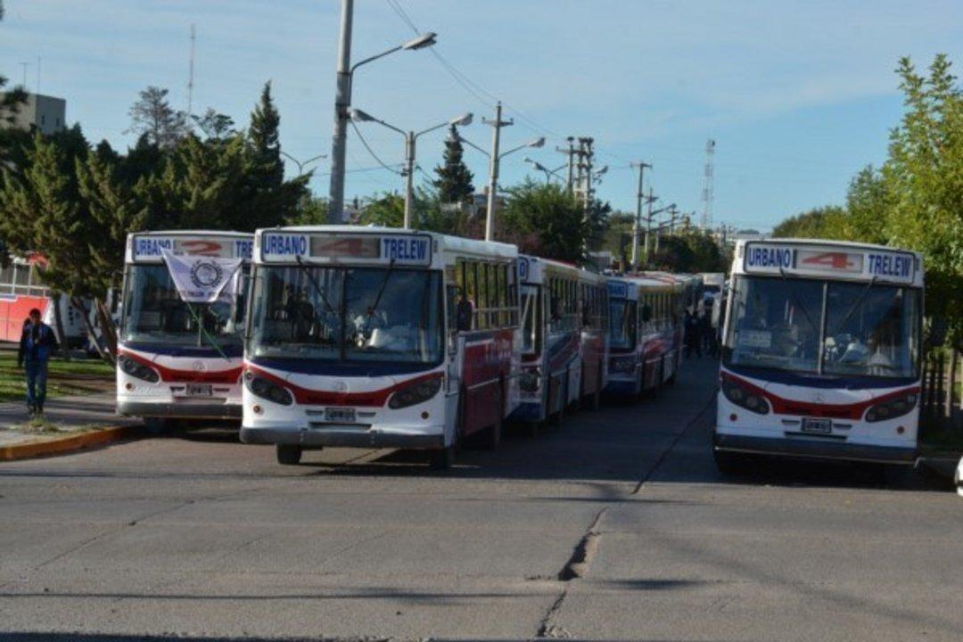 """El Gobierno destrabó el conflicto con las empresas de transporte """"El 22"""" de Trelew y """"Bahía"""", de Rawson."""