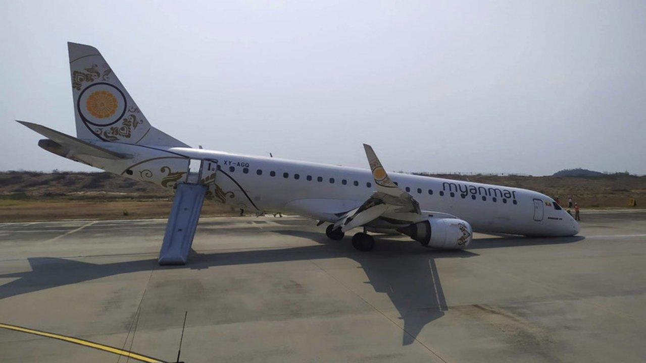 Un avión aterriza en Birmania ¡sin ruedas delanteras!