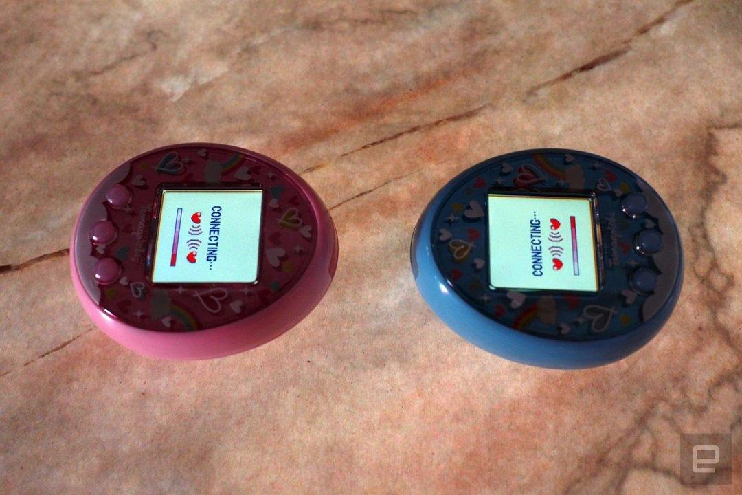 Resultado de imagen para Vuelve el Tamagotchi con pantalla color, Bluetooth y app móvil