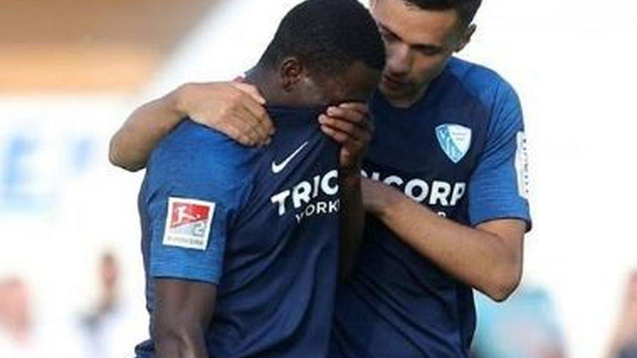 Futbolista inglés abandonó la cancha llorando por insultos racistas de un rival