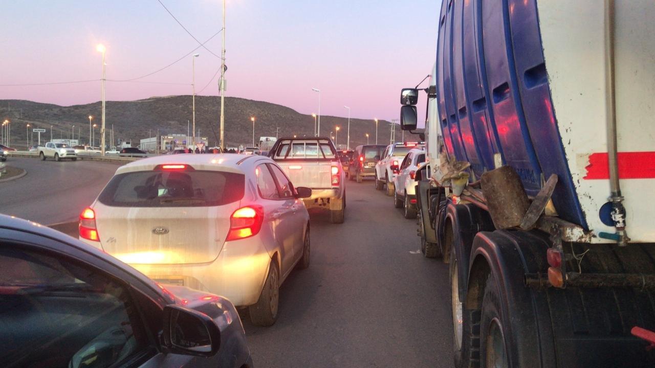 Tránsito complicado este martes a la mañana en Comodoro. Foto: ADNSUR