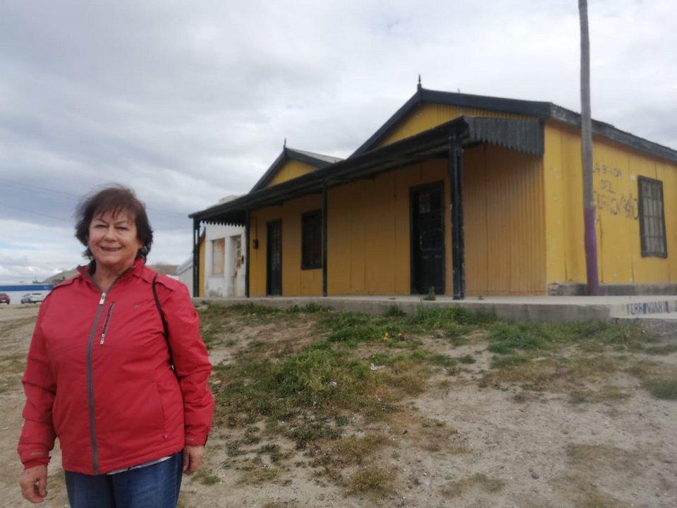 """Celia vivió toda su vida en kilómetro 5 y recuerda cómo eran aquellas tarde de tren para viajar a """"Comodoro""""."""