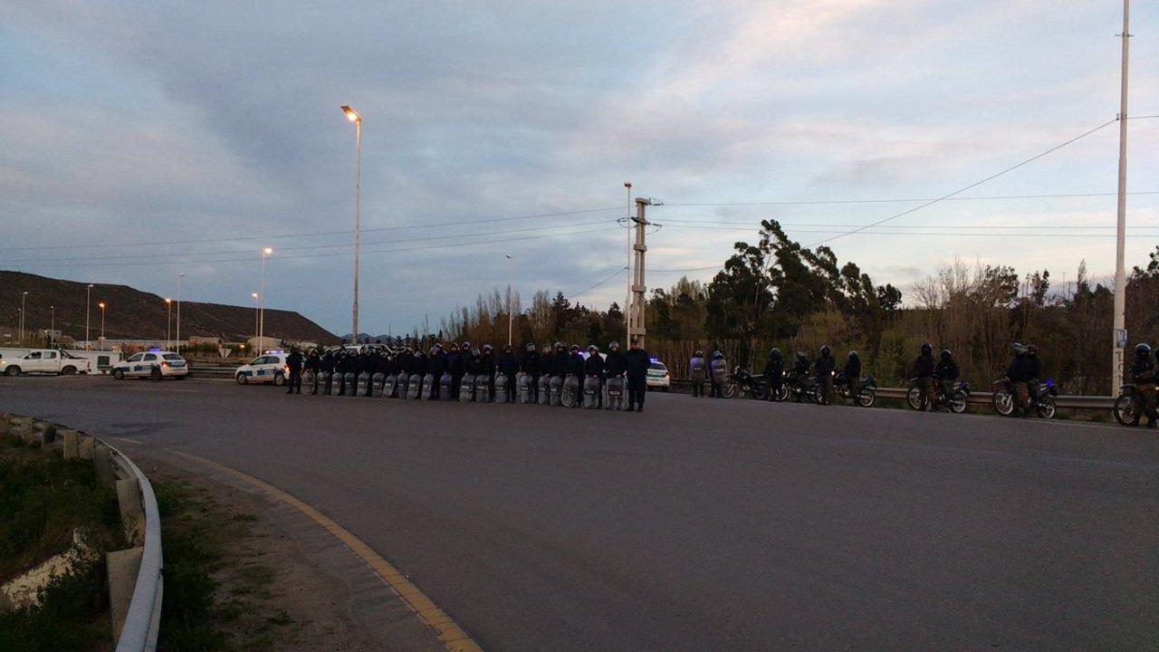 Hay un fuerte operativo policial en ruta 3 y 26. Foto: Mauricio Yáñez