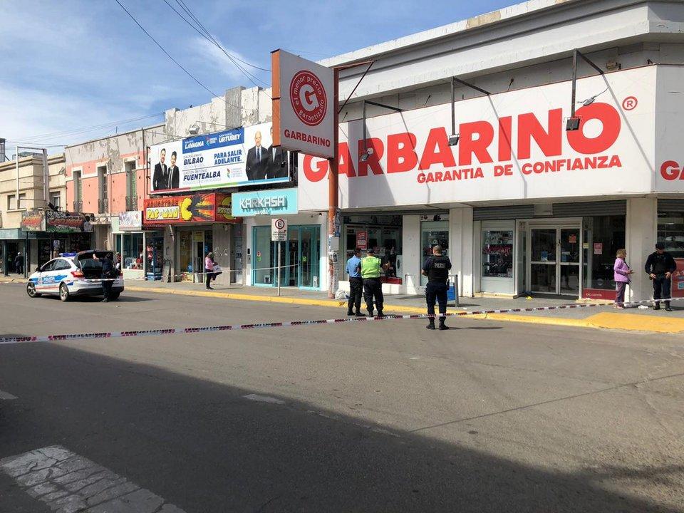 Hasta el mediodía la calle San Martín permaneció cortada. Foto: ADNSUR