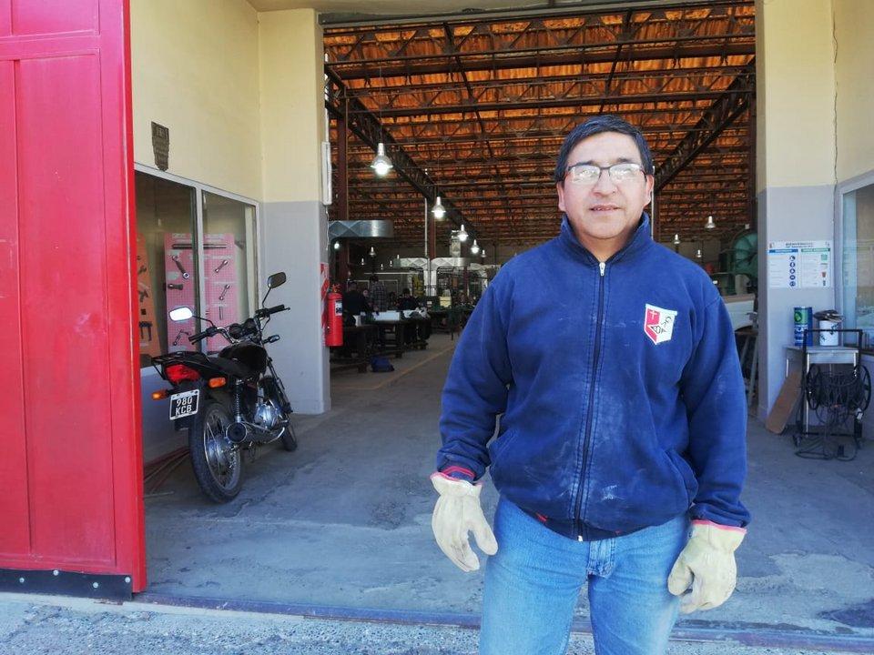 Víctor Suarez, es jefe de taller y hace 29 años trabaja en la institución.