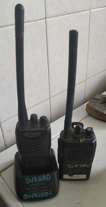 Durante los allanamientos la policía secuestró equipos de comunicaciones con frecuencia policial