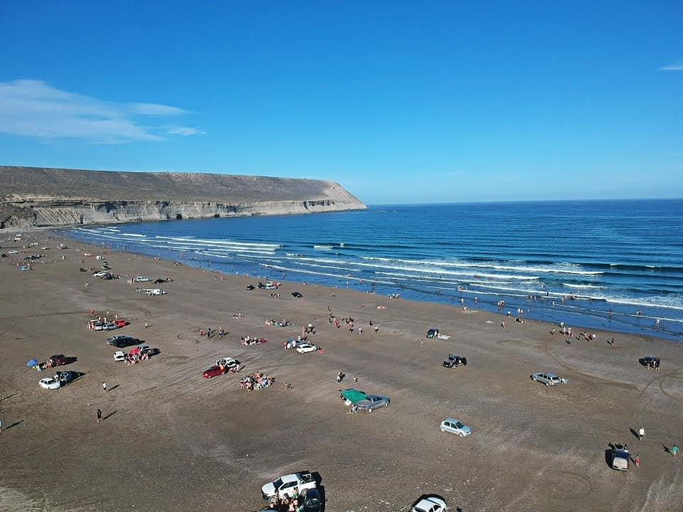"""La Playa de """"Los Límites"""" ayer, en el día más caluroso de lo que va del 2020 (Foto: Agus Matus)"""