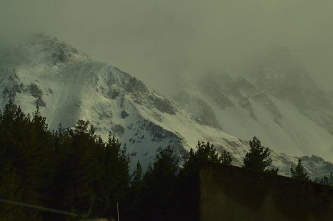 La nieve sorprendió a Esquel este miércoles. Foto: @72Ileana
