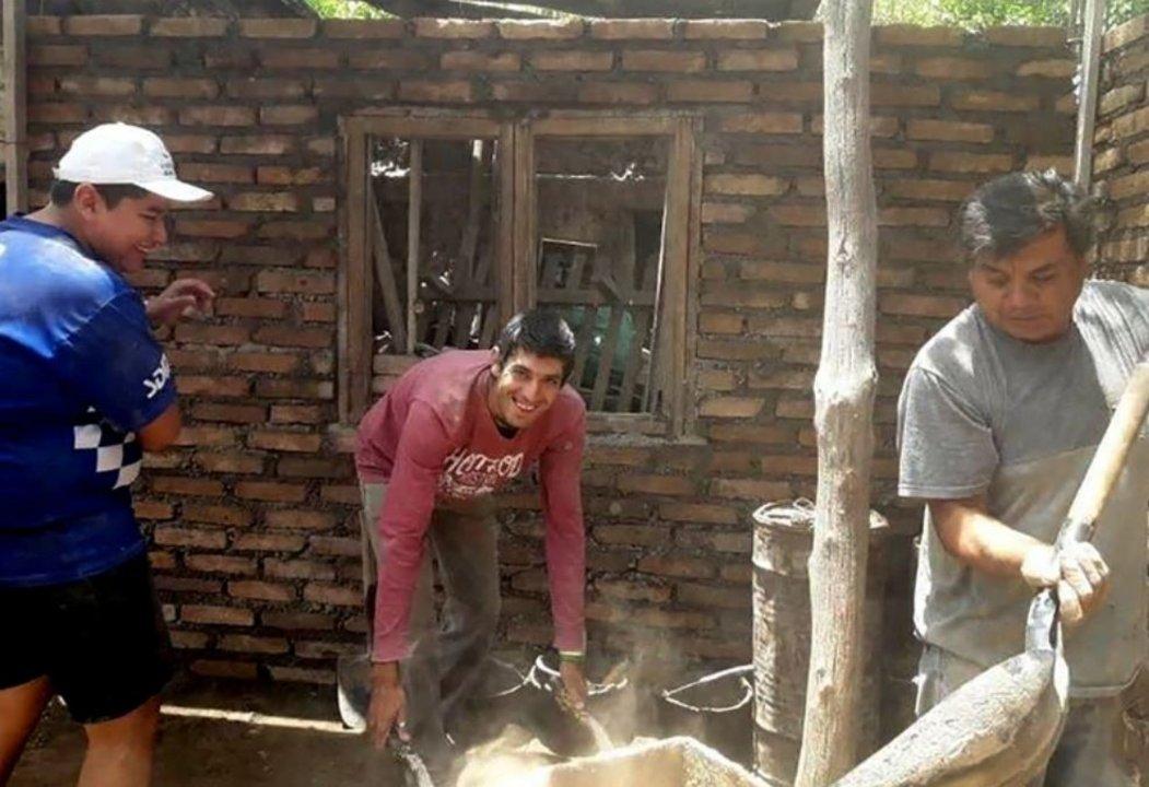 Los vecinos de la joven que sufría violencia de género le construyeron una habitación con sus propias manos