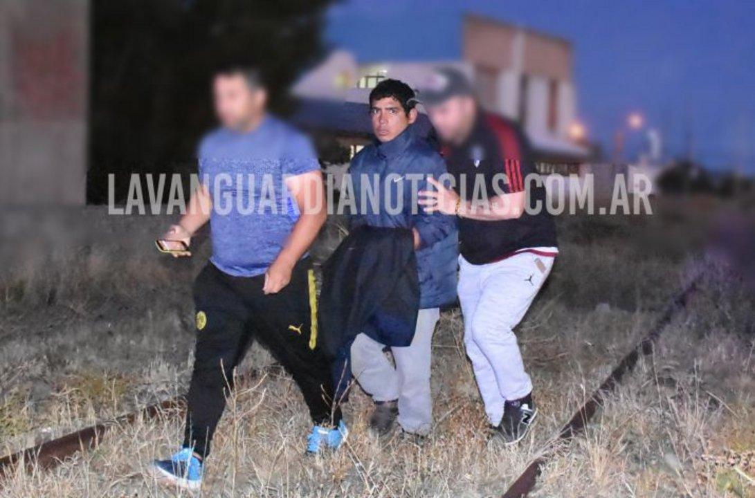 Uno de los autores del crimen al momento de ser detenido (Gentileza La Vanguardia)