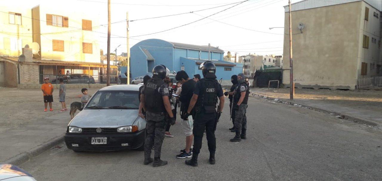 Más de 50 policías participaron de los controles. Foto: Adnsur