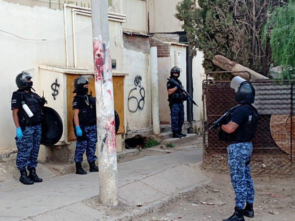 Durante el allanamiento. Foto: Diario Crónica