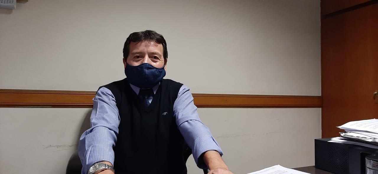 Rene Rivera trabaja en el servicio de sepelios hace 36 años y admite que por estos días, la muerte duele aún más para los familiares.