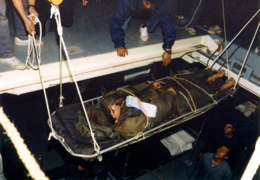 Traslado de un soldado herido.