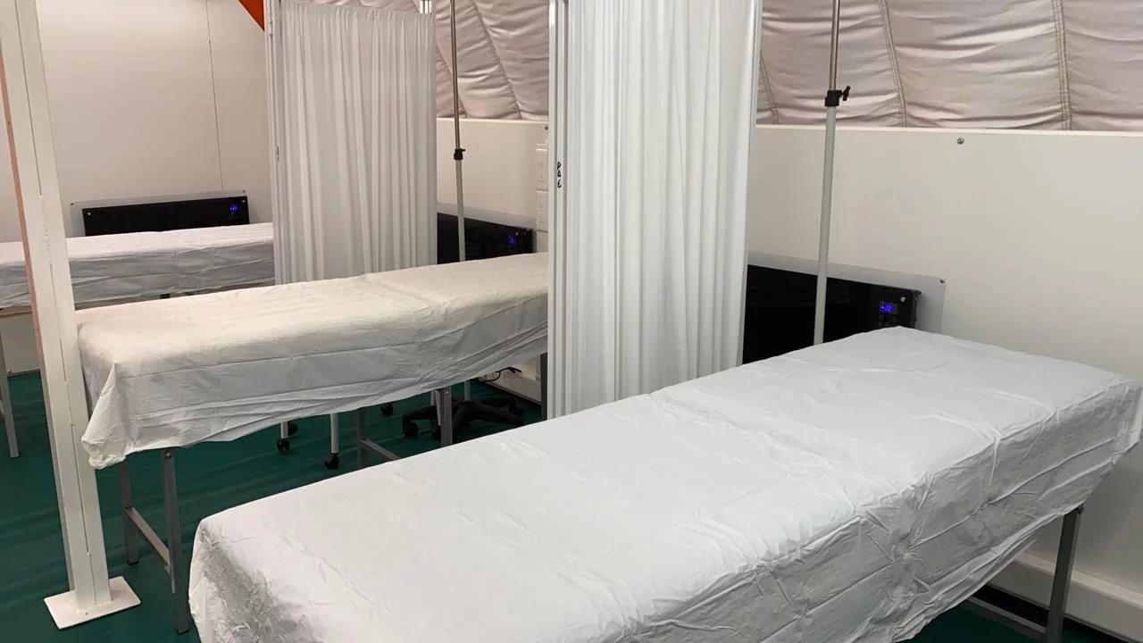 En la ex Enet N° 1 se instaló un Hospital de campaña que funciona como anexo al nosocomio.