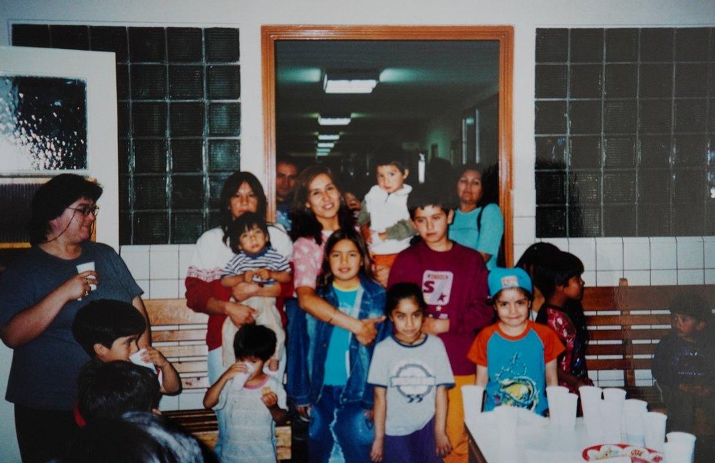 Los primeros festejos de Sandra Barría fueron en un consultorio, pero fueron creciendo y tuvieron que seguir en el hall de entrada.