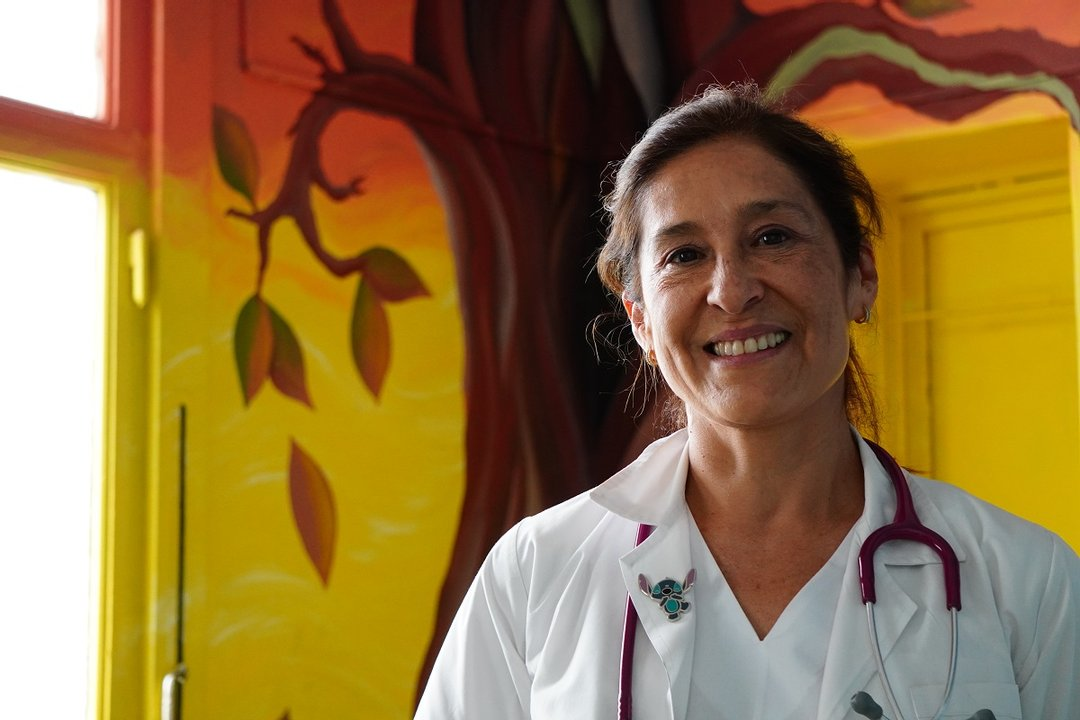 Sandra se siente orgullosas de sus pacientes, como una que comparte con Mara Márquez y que decidió pintar una parte del Regional para darle otra mirada más fresca.