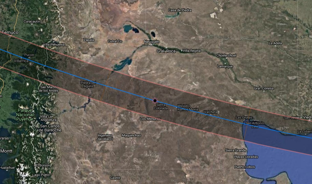 Mapa de la franja de totalidad. Las líneas rojas delimitan la zona de observación del eclipse total. La línea central azul indica los lugares donde el eclipse total tendrá su mayor duración.