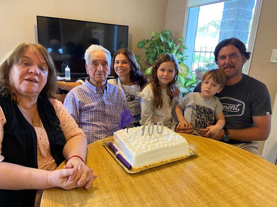 Manuel ya es bisabuelo. Tiene cinco nietos y 10 bisnietos.