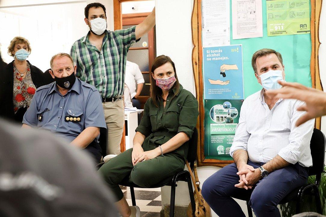El intendente Pogliano, la secretaria de Seguridad, Betiana Minor, y el jefe de Policía, Osvaldo Tellería, reunidos. Foto: gentileza Gobierno provincial. Foto: Río Negro