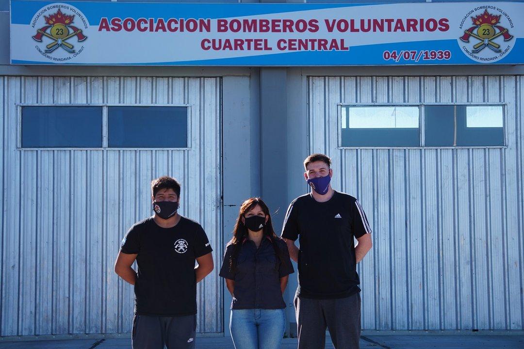 Con seis años de servicio, Noelia intenta contagiar la vocación a los jóvenes aspirantes del cuartel.