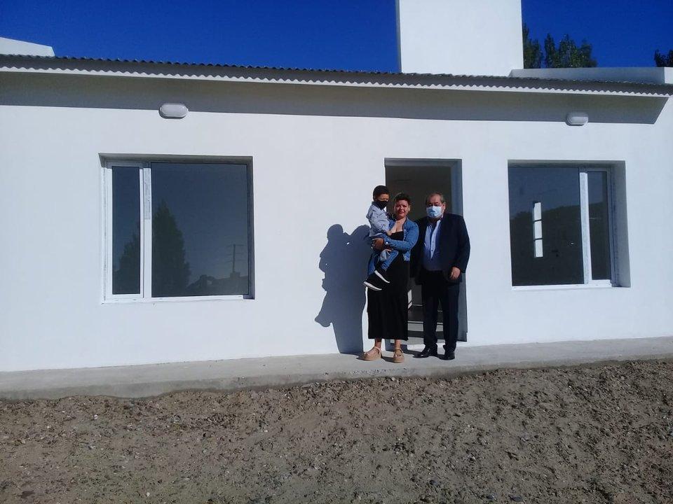 El lunes Micaela recibió la llave de su nueva casa, aquella que construyó la Cooperativa en el mismo lugar donde soñaron vivir con Elio.